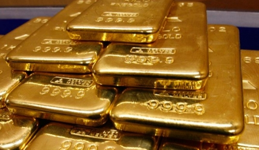 Lower prices boost gold demand in India, Chinese buying wanes